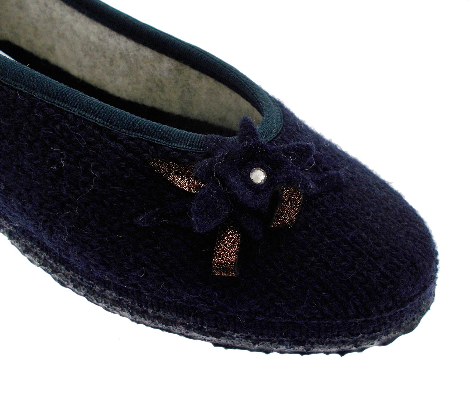 68/10/49155 588 Lassan Paperina slipper bloem in blauwe wol Giesswein